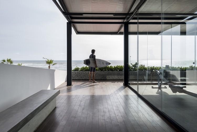 Gimnasio Pacifico Sur / Nikolas Briceño arquitecto, © Renzo Rebagliati