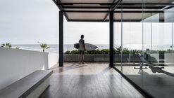 Gimnasio Pacifico Sur / Nikolas Briceño arquitecto