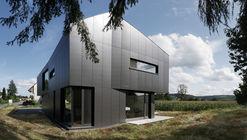 Black House / Benjamin Heller