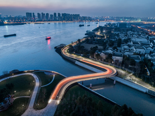 East Bund Footbridge / Atelier Archmixing + YeArch Studio