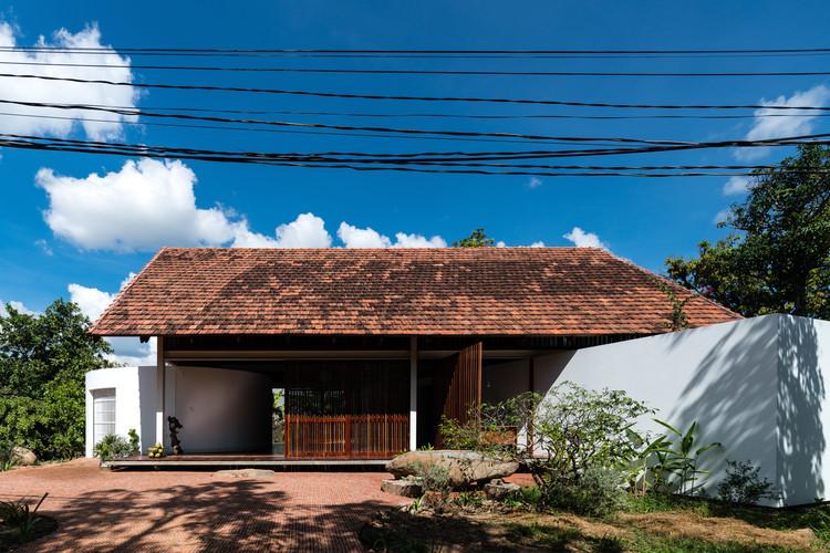 YT House / rear studio + AHO design studio, © Quang Dam