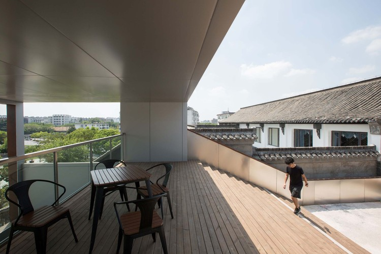 Roof terrace. Image © UNITU