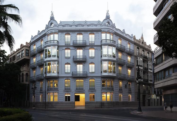 Edificio de oficinas 1905 / Fran Silvestre Arquitectos. Imagen © Diego Opazo