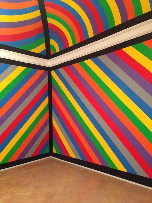 Mural, instalación de Sol LeWitt. Image © Manuelarosi [Wikimedia bajo licencia CC BY-NC 3.0]