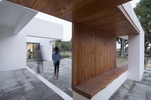 Entrance . Image © FangFang Tian