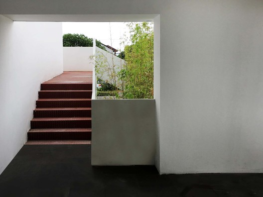 2F outdoor corridor. Image © FangFang Tian