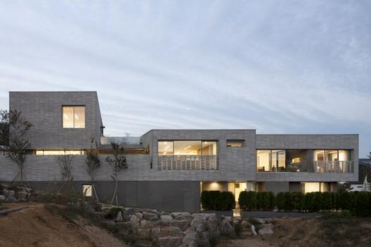 Three Yard House / D?LIM architects