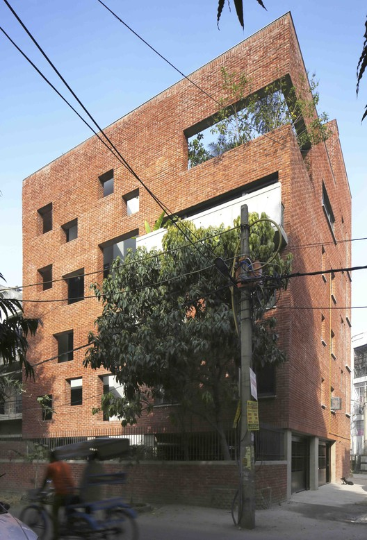 House with a Brick Veil / Studio Lotus, © Edmund Sumner