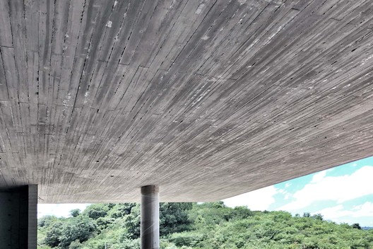 Concrete texture on the top. Image © Fanhao Meng