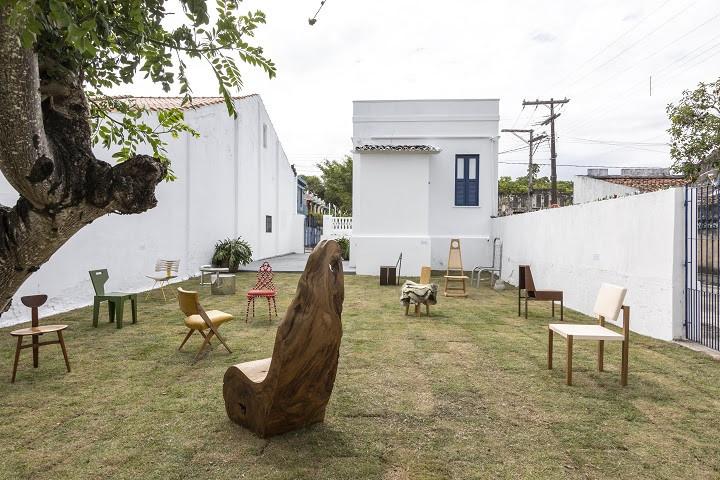 Museu das Cadeiras Brasileiras é inaugurado em Belmonte, Bahia, Área externa do Museu das Cadeiras Brasileiras. Image © Ruy Teixeira