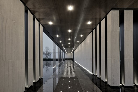 A polygonal corridor extends the path of people's travel. Image © Jianghe Zeng