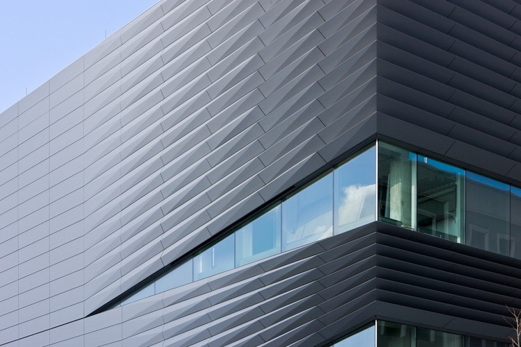 Zinc-Coated Buildings: 20 Recyclable and Durable Facades, Perry and Marty Granoff Center for the Creative Arts, Brown University / Diller Scofidio + Renfro. Image © Iwan Baan