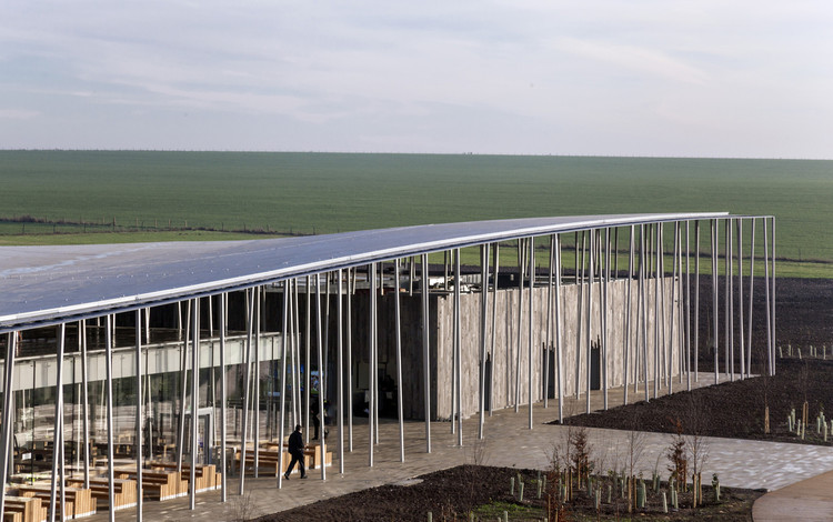 Stonehenge Visitor Centre / Denton Corker Marshall. Image © Peter Cook