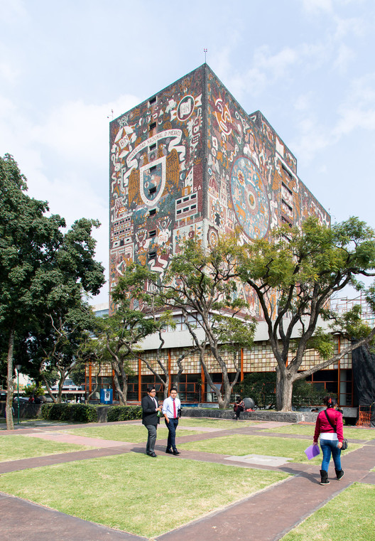 Photographer Yueqi ?Jazzy? Li Captures the Dynamism of Mexico City's UNAM Campus