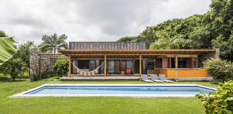 Bamboo House / Vilela Florez, © Maira Acayaba