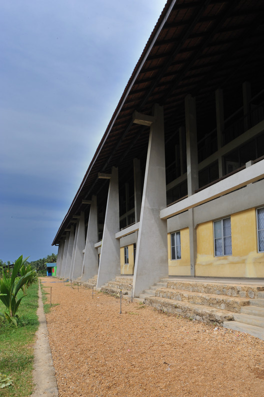 School by the Lagoon / Chinthaka Wickramage associates