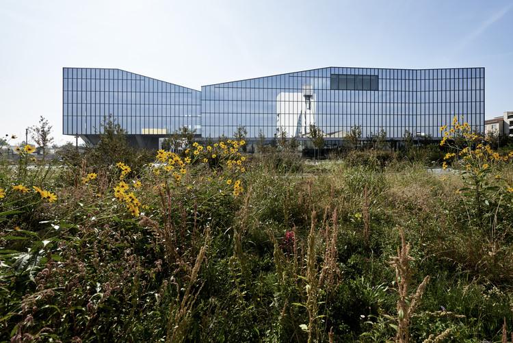 Symbiosis Masterplan and Fastweb Headquarters / Antonio Citterio Patricia Viel, © Leo Torri