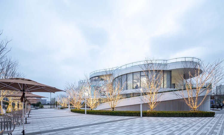 Innovation and Experience Hub of Canal Vanke Centre / HCD, east view. Image © Yong Zhang