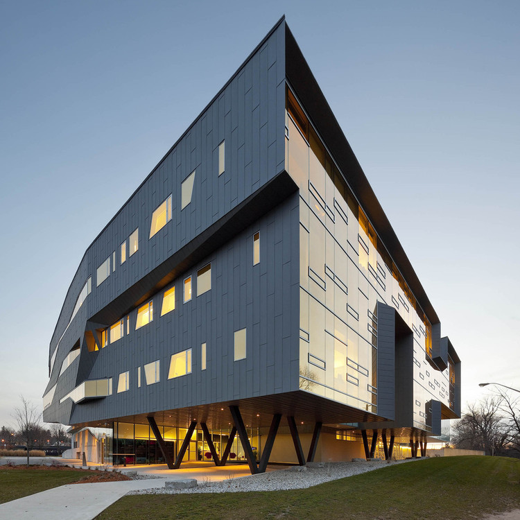 Stephen Hawking Centre at the Perimeter Institute for Theoretical Physics / Teeple Architects. Image © Tom Arban