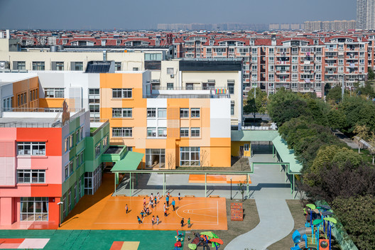 Kindergarten and surrounding daily building environment. Image © Qingshan Wu