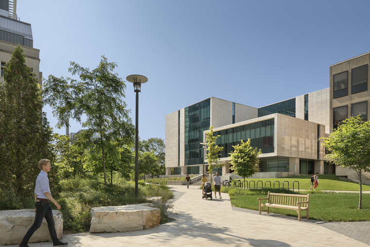 University of Chicago: Physics Research Center / Perkins Eastman, © Sarah Mechling-Perkins Eastman