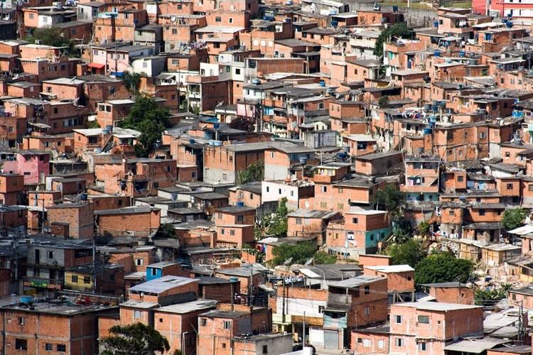 """Brincreto, a iniciativa que transformou um terreno vazio em Paraisópolis em um espaço de brincar, Paraisópolis. Crédito: <a href=""""https://www.flickr.com/photos/stankuns/5410489382/"""">Fernando Stankuns</a> no <a href=""""https://visualhunt.com/photos/city/"""">Visual Hunt</a> / <a href=""""http://creativecommons.org/licenses/by-nc-sa/2.0/""""> CC BY-NC-SA</a>"""
