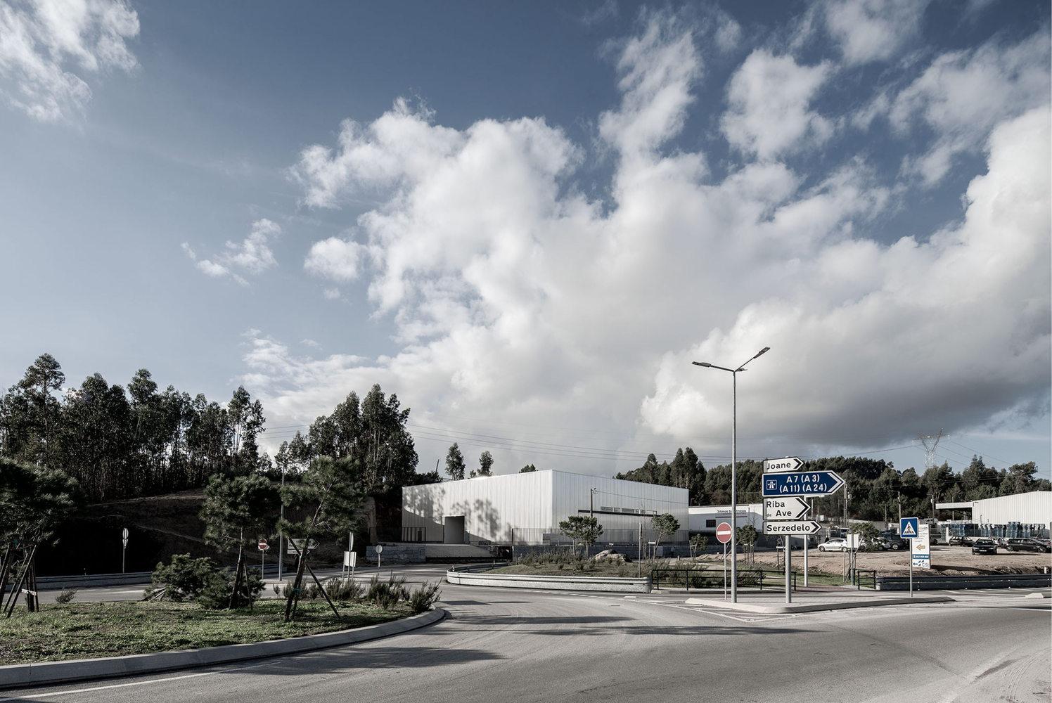Landscape Condition Office / Martins Architecture Office