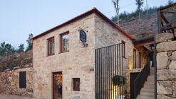 Country House in Lugar da Lapa / ADAPTEYE
