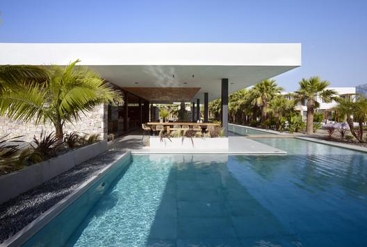 Caravia Beach Junior Suites & Restaurant / Mastrominas ARChitecture