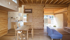 Three storage places and Eight roofs / Kakinomifarmarchitects