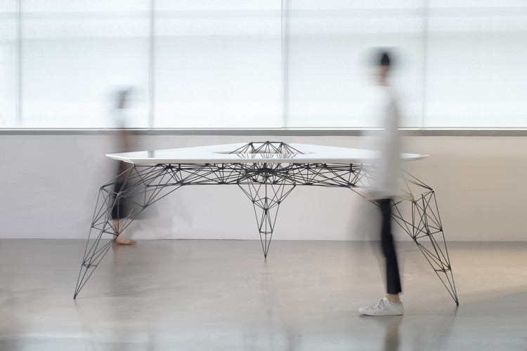 Slender Strength: The Mighty Grace of the Stainless Steel AIRTable, © Carlos Banon