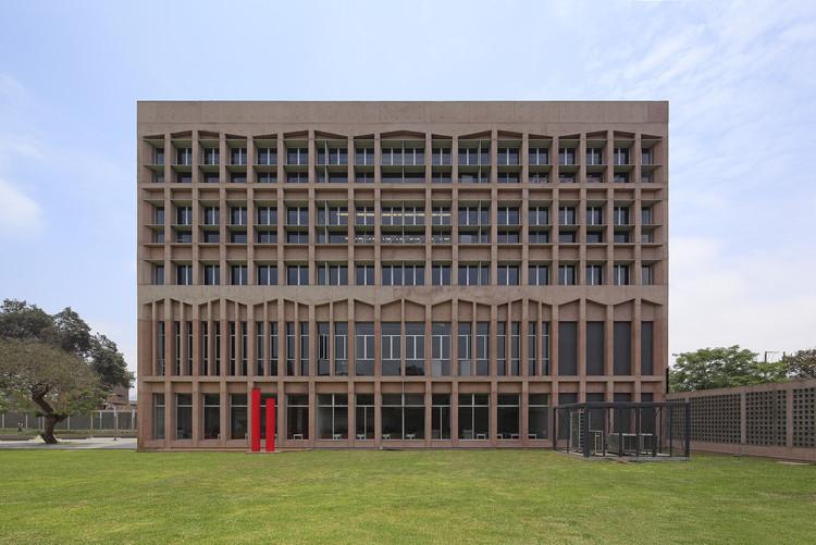 Universidad/ Instituto privado SISE / Llosa | Cortegana Arquitectos, © Juan Solano