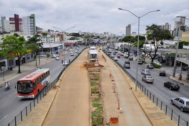 Trecho do BRT de Belo Horizonte mostra a importância da acessibilidade, Acessibilidade ainda é um desafio para o BRT de Belo Horizonte. Na imagem, o sistema ainda em obras. Foto: Mariana Gil/WRI Brasil