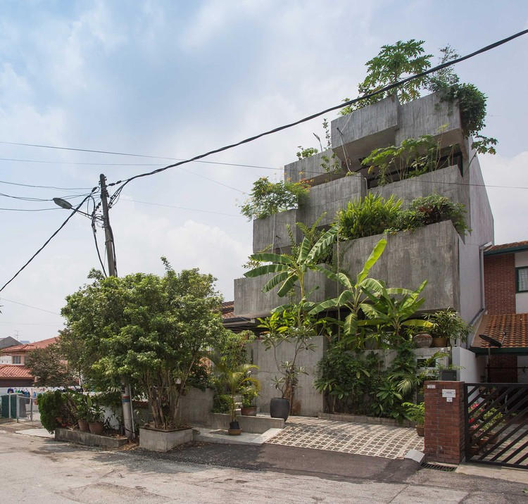 Planter Box House / Formzero, © Ameen Deen