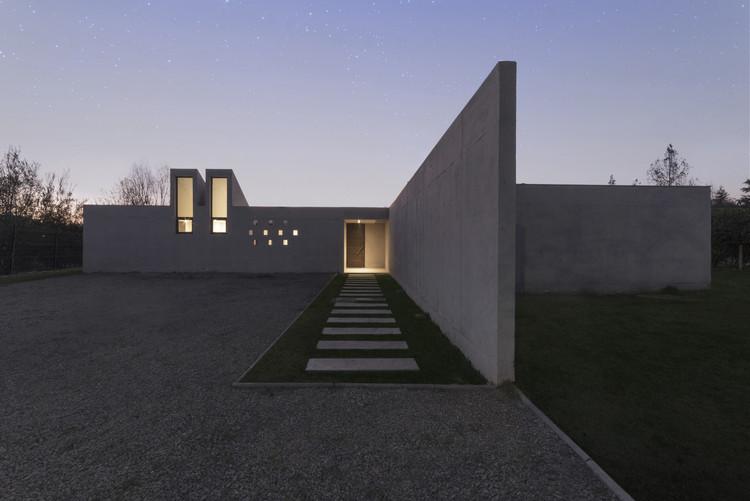 Casa J / Andres Nuñez Fuenzalida Arquitectos, © Denise Heirman