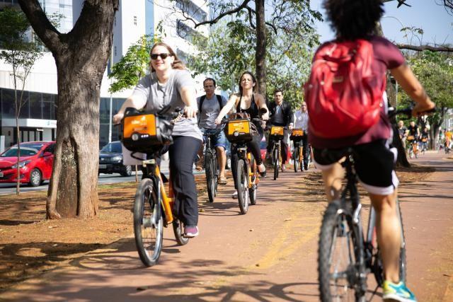 A evolução das bicicletas compartilhadas e seus benefícios para a mobilidade, Os programas de bicicleta compartilhada evoluíram e hoje são meio de transporte e até instrumento de trabalho. Foto: Joana Oliveira/WRI Brasil