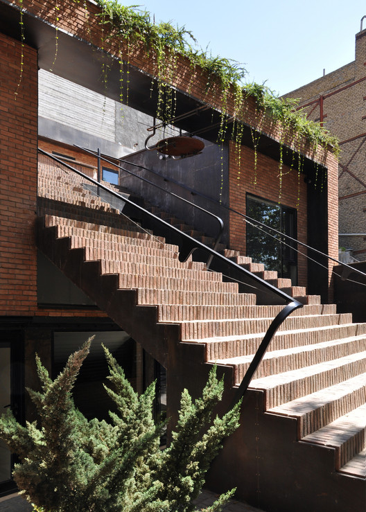 Bouzarjomehr Office and Showroom / WHY Architects Group | ArchDaily