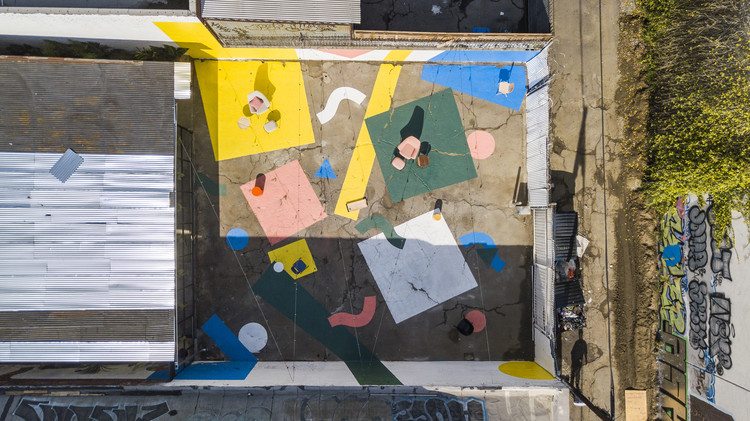 Confetti Courtyard / Clark Thenhaus / Endemic Architecture, © David Salpeter