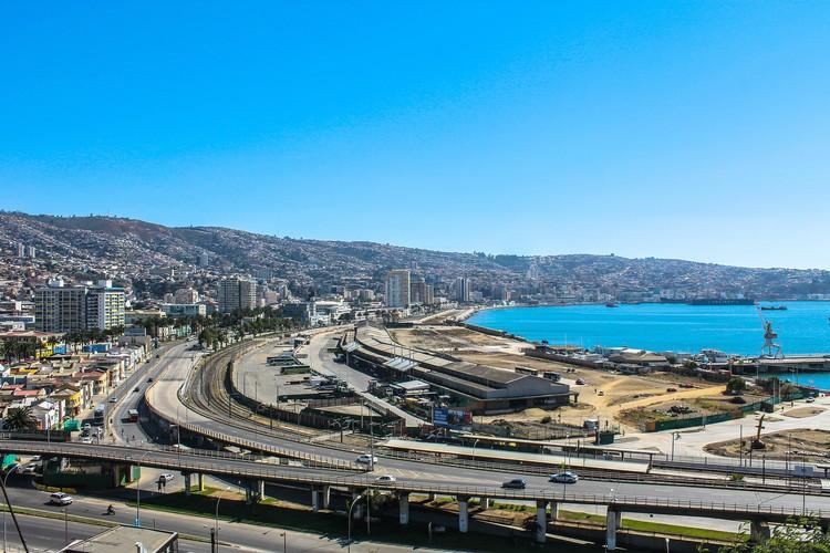 El proyecto ganador de 'Paseo del Mar' en muelle Barón que transformará el borde costero de Valparaíso, Situación actual del Muelle Barón. Image vía Pxhere. Lincensed under CC0 Public Domain