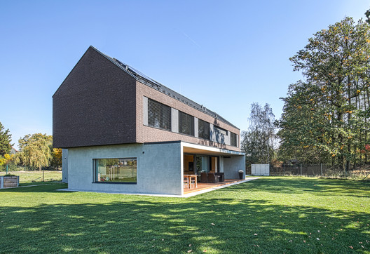 House by the forest / cakov+partners