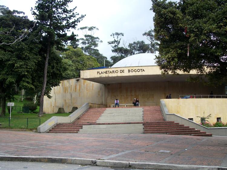 vía Wikipedia user Pedro Felipe Licensed under CC BY-SA 3.0