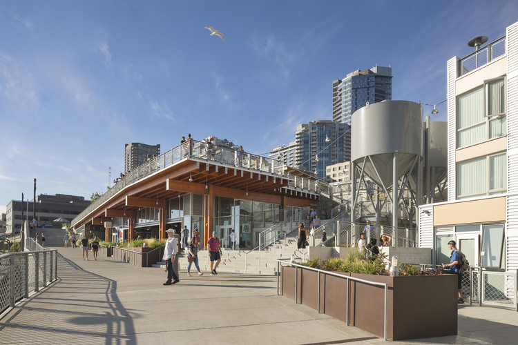 Pike Place MarketFront / The Miller Hull Partnership, © Lara Swimmer