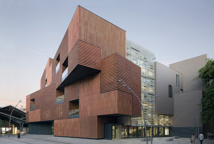 Escola Massana, Centro de Arte y Diseño / Estudio Carme Pinós, © Duccio Malagamba