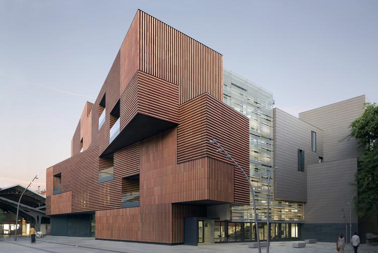 Escola Massana, Centro de Arte e Design / Estudio Carme Pinós, © Duccio Malagamba