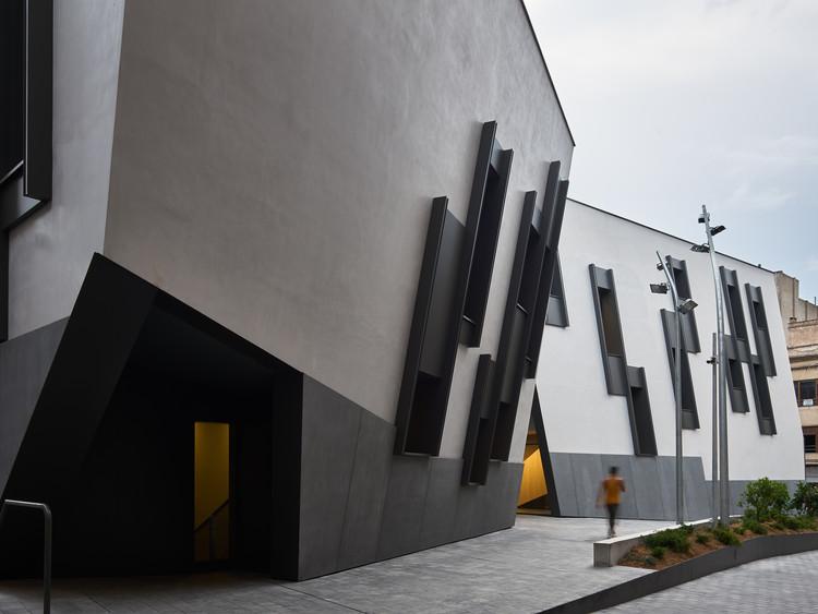 """Headquarters for the Territorial Delegations of """"Les Terres de l'Ebre""""/ Estudio Carme Pinós, © Jesús Arenas"""