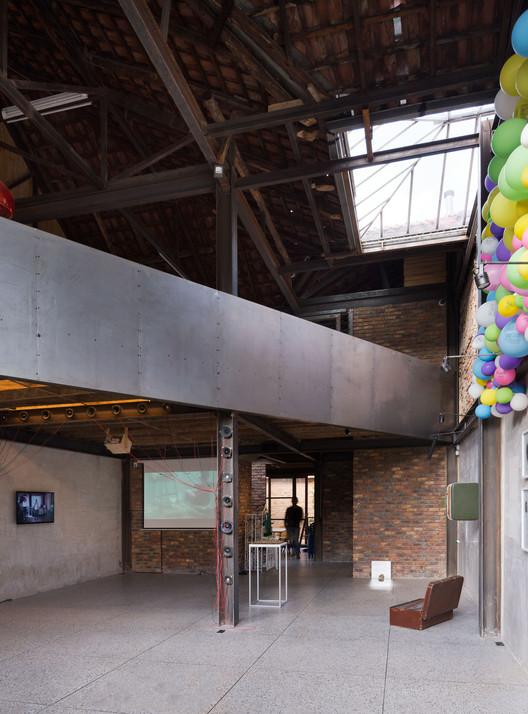 Galeria Plural Arkhé / Yemail Arquitectura, © Federico Cairoli