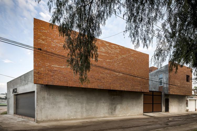 La Ganadera / Cubo Rojo Arquitectura, © César Béjar