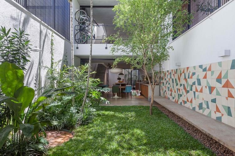 Casas brasileiras: 7 residências geminadas, © Alessandro Guimarães