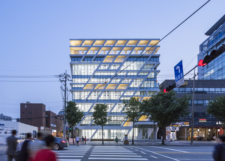 Midong Electronics & Telecommunications Headquarter Office / UnSangDong Architects, © Sergio Pirrone