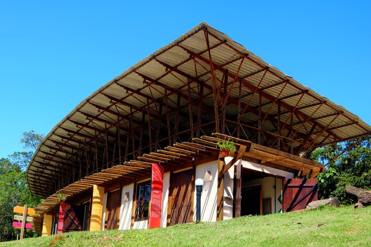 Tekôa: um modo de habitar que integra práticas de permacultura, bioconstrução e produção de alimentos, Cortesia de Sem Muros arquitetura integrada